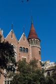 Casa modernista come un castello nella città di barcellona — Foto Stock