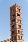 Campanario de la basílica dei santi giovanni e paolo en roma, italia — Foto de Stock