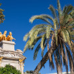 Barcelona ciudadela park lake fountain with golden quadriga of Aurora — Stock Photo #23990289