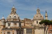 基耶萨德尔 santissimo 诺姆 di 玛丽亚 · 阿尔古 traiano 和圣马 — 图库照片