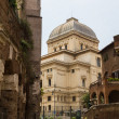 Synagogue and the Jewish ghetto at Rome, Italy — Stock Photo #27085663
