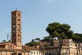 Bell tower of basilica dei Santi Giovanni e Paolo in Rome, Italy — Stock Photo