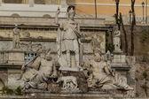 Sculpture and fountain of Piazza del Popolo . — Stock Photo