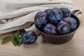 Ripe fresh plums — Stock Photo