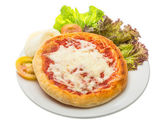 Pizza con queso y tomate — Foto de Stock