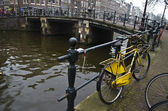 Old abandoned yellow bike in Amsterdam. — Stock Photo