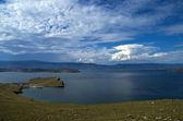 Nuages sur le lac Baïkal. — Photo