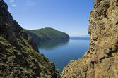 A cleft in the cliffs. Lake Baikal, Russia. — Stock Photo
