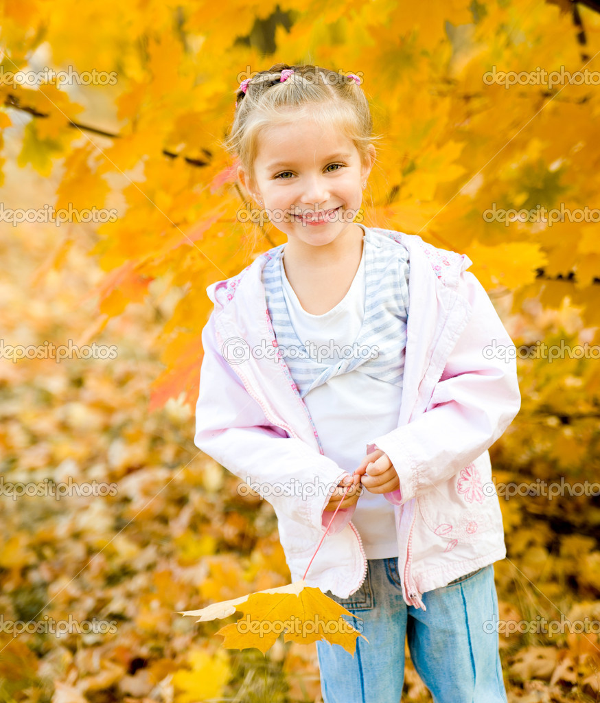 Girl in park — Stock Photo #14571289
