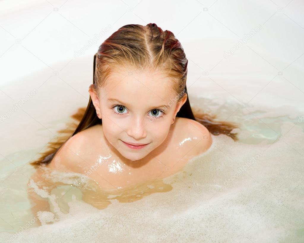 Смотреть девочки в ванной 7 фотография