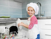 Little girl on the kitchen — Stockfoto