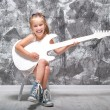 Little girl with her guitar — Stock Photo