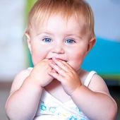 Cute del bambino dagli occhi azzurri — Foto Stock