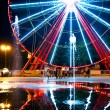 Ferris wheel and fountain — Stock Photo