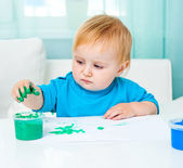 Little girl draw finger paints — Stock Photo