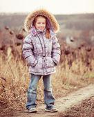 Höst porträtt av en liten flicka — Stockfoto