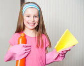 Little girl cleans the house — Stock Photo