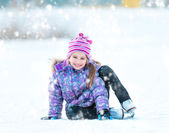 Little girl skating — Stock Photo