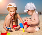 Little sisters on the beach — Stockfoto