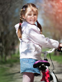 Little girl on her bike — ストック写真