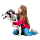Little girl is with her dog husky — 图库照片