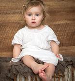Malá holčička v retro stylu — Stock fotografie
