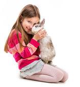 Ragazza carina con coniglio baby — Foto Stock