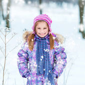 Girl outside in winter time — Stock Photo