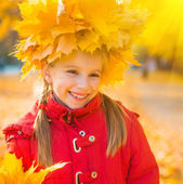 Girl wearing maple wreath — Stock Photo