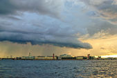 Thunderstorm clouds over St. Petersburg — Stock Photo