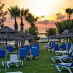 Sunset over tropical beach — Stock Photo