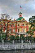 Mikhailovsky castle in St. Petersburg — Stock Photo