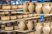Shelves with ceramic dishware  — 图库照片