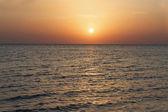 Vacker soluppgång till sjöss — Stockfoto