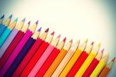 Crayons de couleur isolés sur fond blanc — Photo