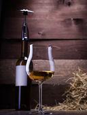 Wein-Gläser und Flaschen — Stockfoto