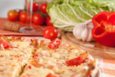 Gesneden pizza — Stockfoto