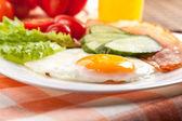 Sahanda yumurta — Stok fotoğraf