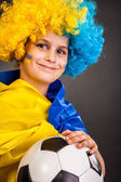 Football fan with ukrainian flag on a black background — Foto de Stock