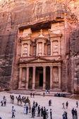 Al-chazne nebo ministerstvo financí na petra, jordánsko — Stock fotografie