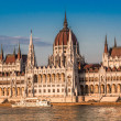 Chain Bridge and Hungarian Parliament, Budapest, Hungary — Stock Photo