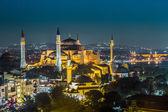 Večerní pohled chrám hagia sofia v istanbulu, turecko — Stock fotografie