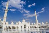 Abu dhabi sheikh zayed branco mesquita — Foto Stock