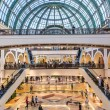 Shoppers at Mall of the Emirates — Stock Photo