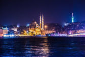 Night view on the restaurants at the end of the Galata bridge — Stock Photo