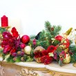 A fireplace mantle is decorated for Christmas with garland, ligh — Photo