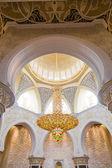 Abu Dhabi Sheikh Zayed Grand Mosque, beautiful interior — Stock Photo