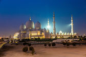 Sheikh Zayed Mosque at night. Abu Dhabi, United Arab Emirates — Stock Photo