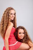 две девушки близнецы — Стоковое фото