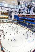 The ice rink of the Dubai Mall — Stockfoto